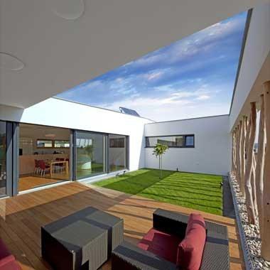 Un jardin à l'intérieur de la maison